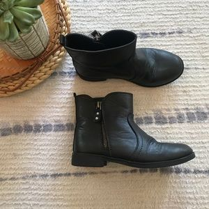 Children's place black ankle booties size 1